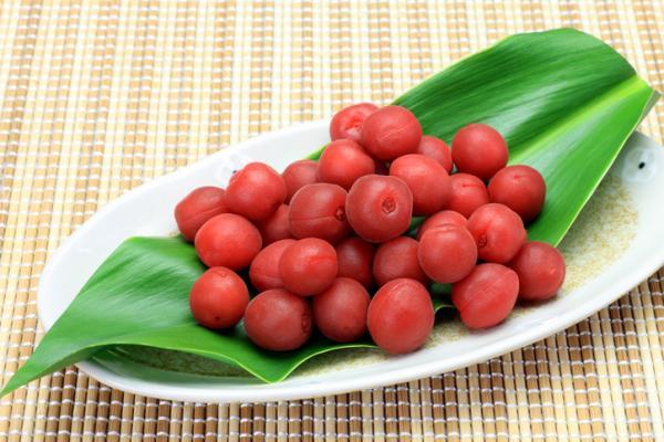Ciruela japonesa umeboshi: propiedades, beneficios, cómo tomarla y contraindicaciones - Beneficios de la ciruela umeboshi