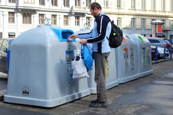 Qué se recicla en el contenedor azul - Cifras del reciclaje en el contenedor azul en España