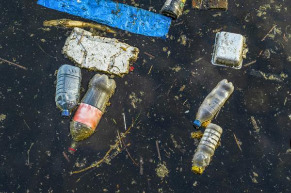 Cómo se contamina el agua - Contaminantes emergentes y basuraleza