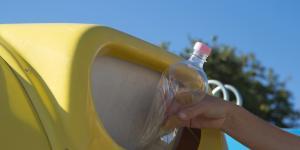 Resultado de imagen de contenedores amarillos en terrassa