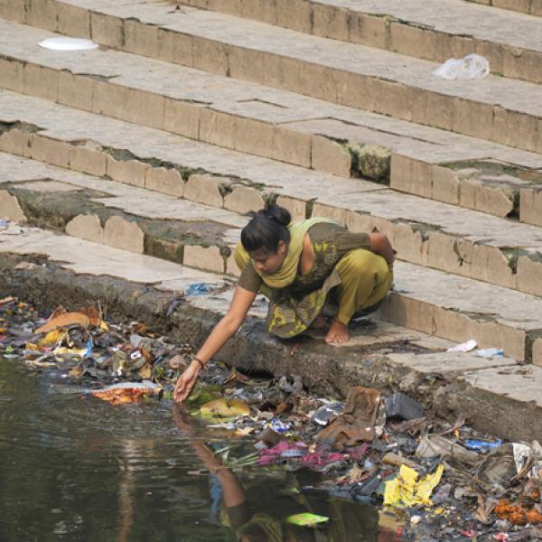 las enfermedades producidas por el agua contaminada