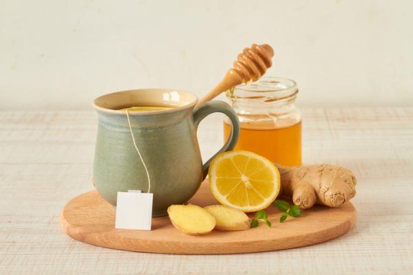 13 antivirales naturales - Cómo hacer jengibre con limón y miel - un anitiviral natural efectivo