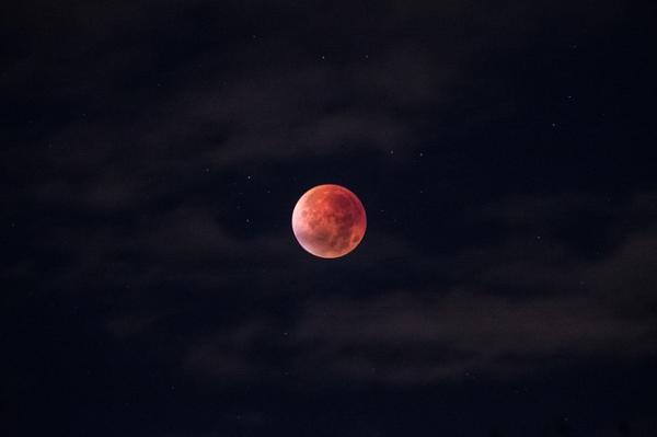 Cómo y cuándo se produce el eclipse de luna roja o de sangre - El eclipse lunar