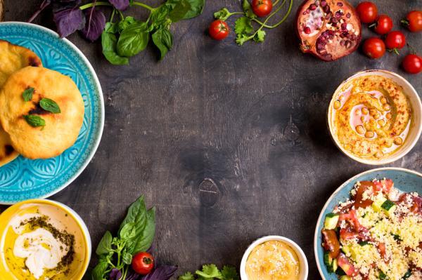 Actividades para cuidar el medio ambiente - Cenas o comidas veganas con amigos en casa