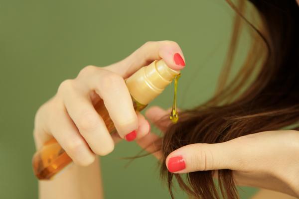 Aceite de ricino: propiedades y para qué sirve - Cómo aplicar aceite de ricino en el pelo