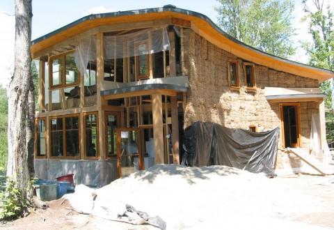 Casas naturales de madera, barro, paja o bambú