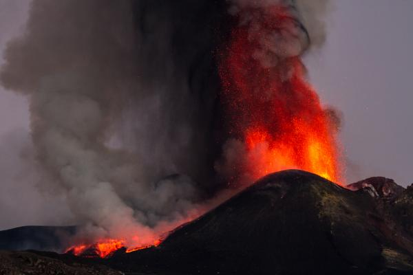 Partes de un volcán - Columna eruptiva