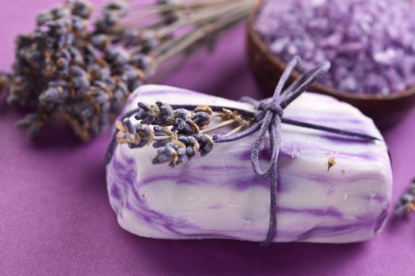 Cómo hacer jabones artesanales naturales de hierbas - Cómo hacer jabón con flores de lavanda