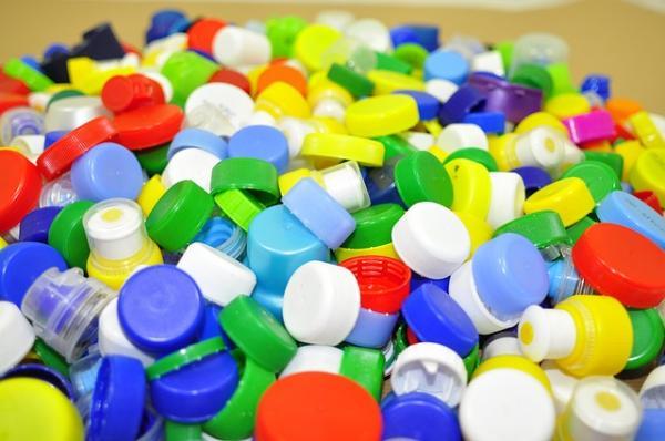 Cómo reciclar plástico en casa - Ideas para reciclar plástico en casa con manualidades