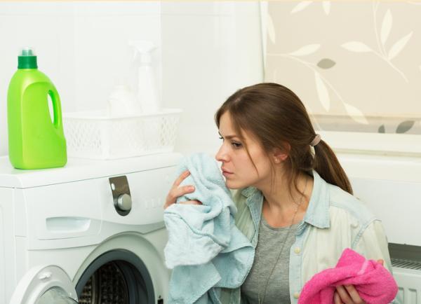 Cómo limpiar un pantalón sin lavarlo - ¿Cuándo hay que lavar la ropa?