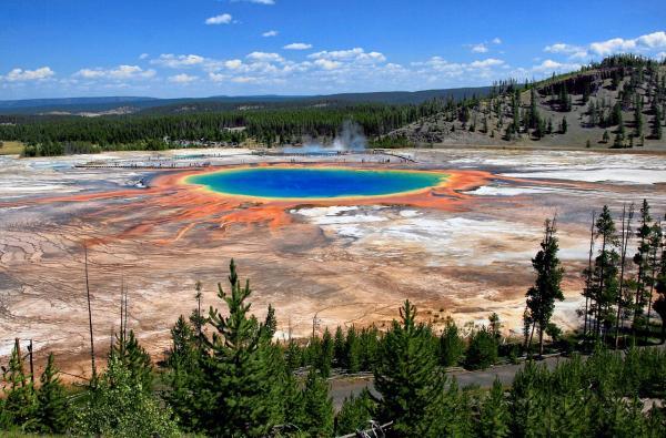 15 curiosidades de la naturaleza que te sorprenderán - Laguna multicolor