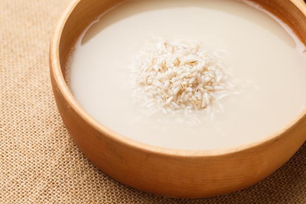 Agua de arroz para las plantas: beneficios y cómo se prepara