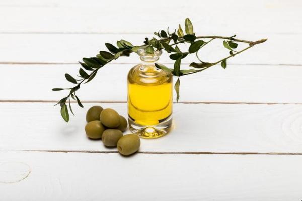 Comment fabriquer sa crème solaire naturelle - 3 recettes faciles - Comment faire de la crème solaire avec de l'huile d'olive