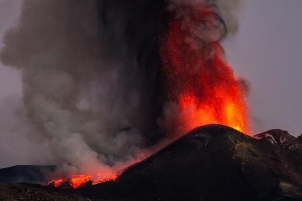 Qu'est-ce qu'un volcan ? - Schéma et définition - Panache volcanique